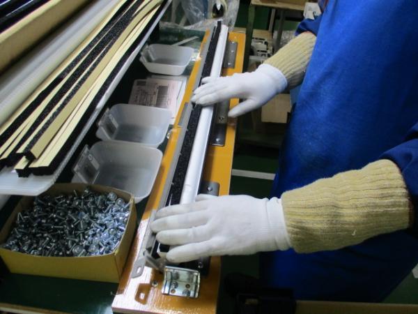 シール材貼り付け工程作業時間短縮